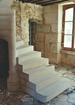 escalier en pierre base gothique_rest
