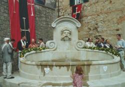 inauguration d'une fontaine réalisée par les jeunes itinérants en Italie_compagnonnage